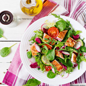 spinach salad with grilled chicken